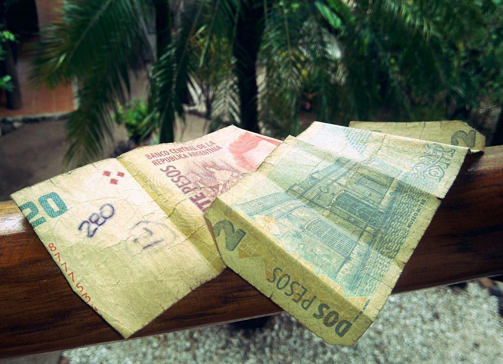 Geld-Tipps auf Reisen - alte Geldscheine