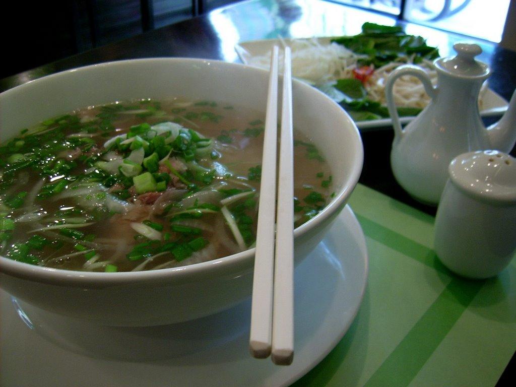 Essen im Ausland - vietnamesische Pho Suppe