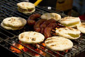 Essen im Ausland - kolumbianische Arepa con Chorizo